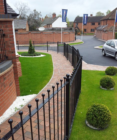 wrought-iron-railings-on-new-housing-development